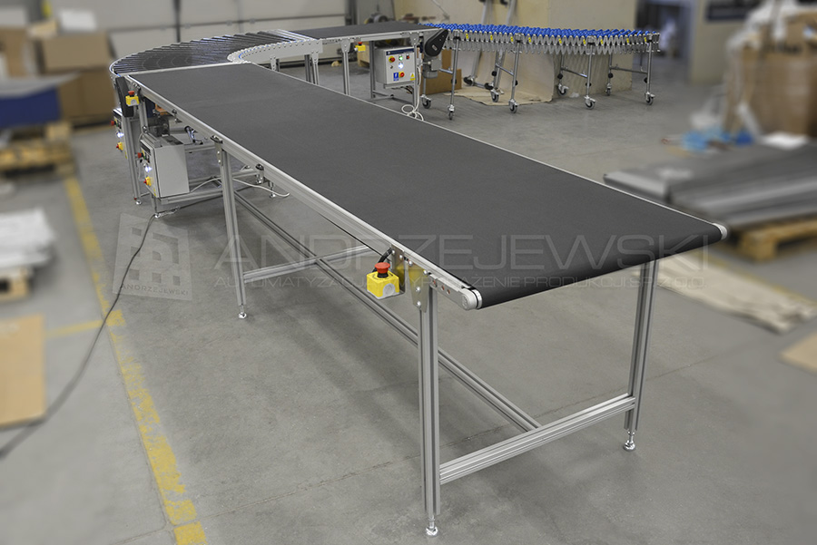 Assembly line with driven roller conveyor bend