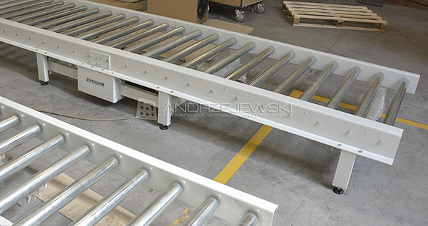 Line of driven conveyors