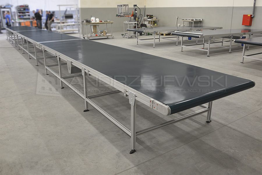 Conveyor system with centre drive