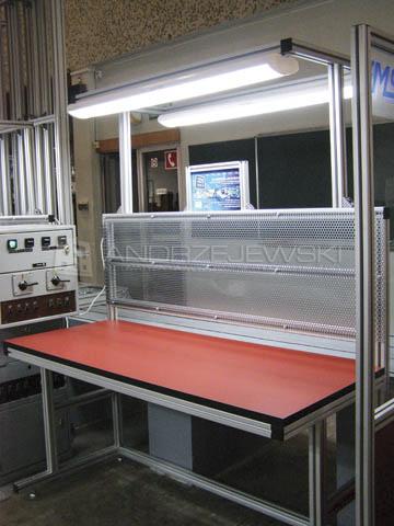 Prosty stół laboratoryjny